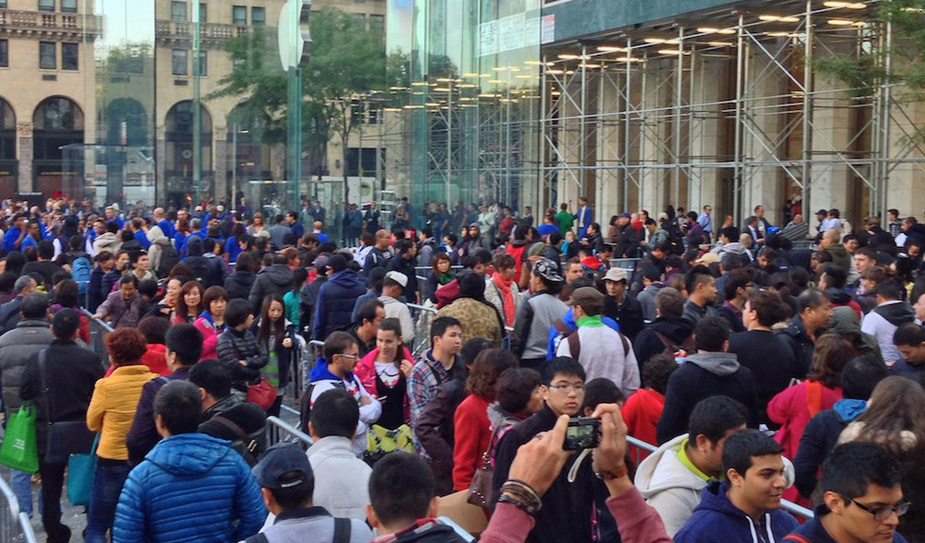 2014 A New IPhone Release Still Produces Huge Lines Everywhere