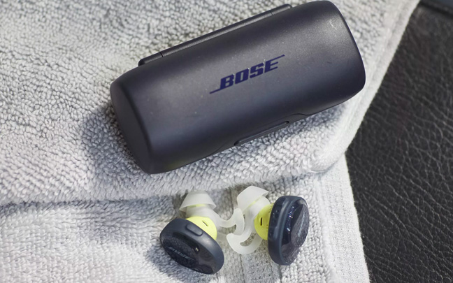 Bose's buds don't have any type of noise isolation.