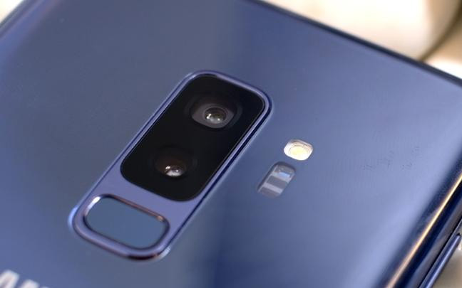 Samsung has added a dual-lens camera to the S9 Plus.