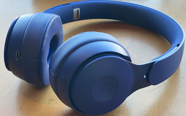 The Solo Pro offers great noise cancellation.