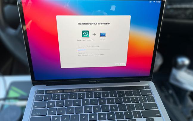 The MacBook Pro M1 has a familiar design.